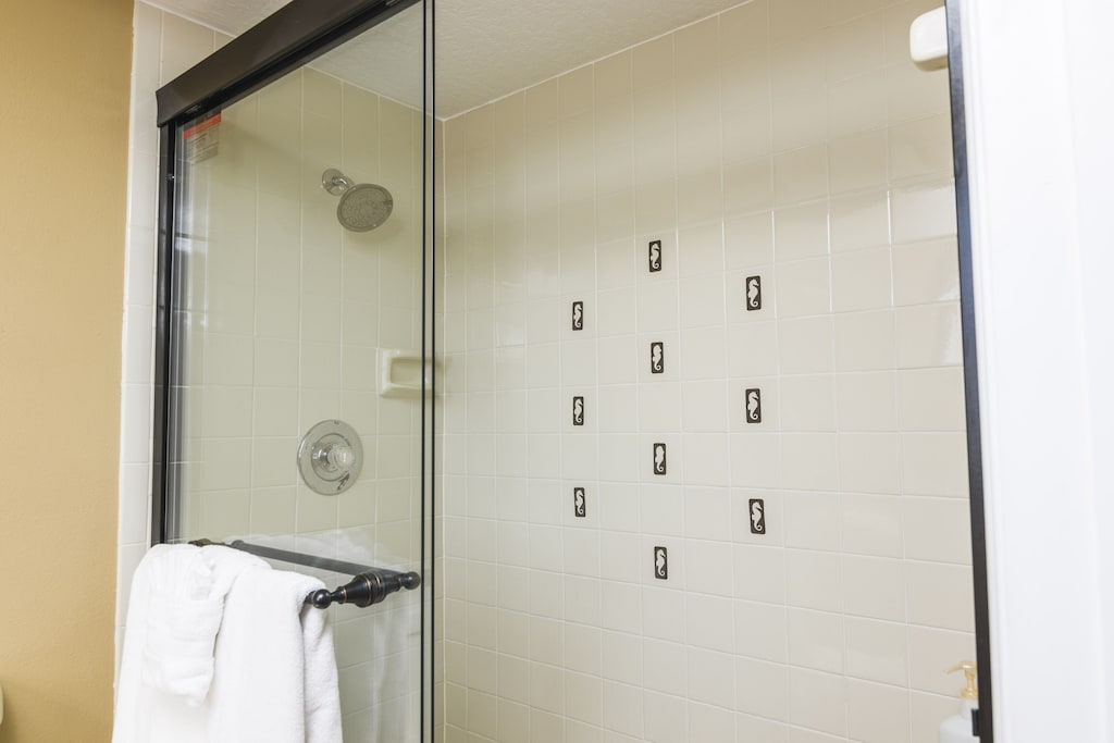 M/B On Suite Shower and Commode