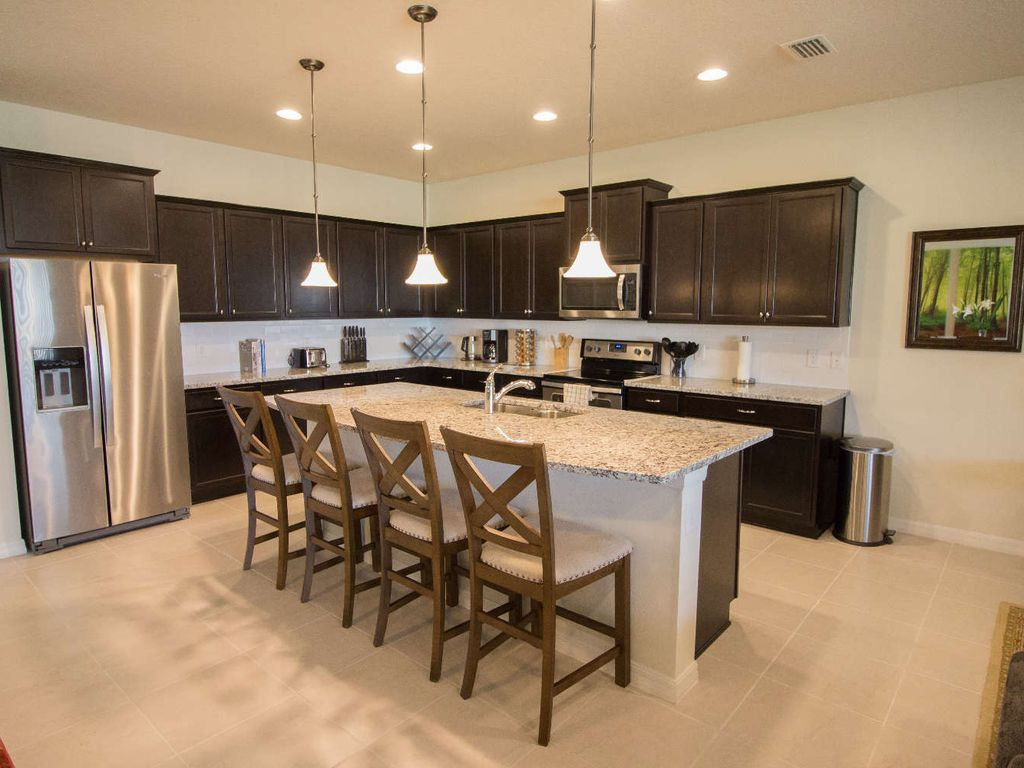 Elegant Fully Equipped Kitchen