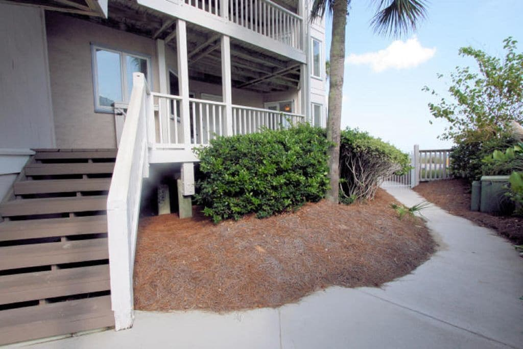 Direct access to front porch and entry from stairs