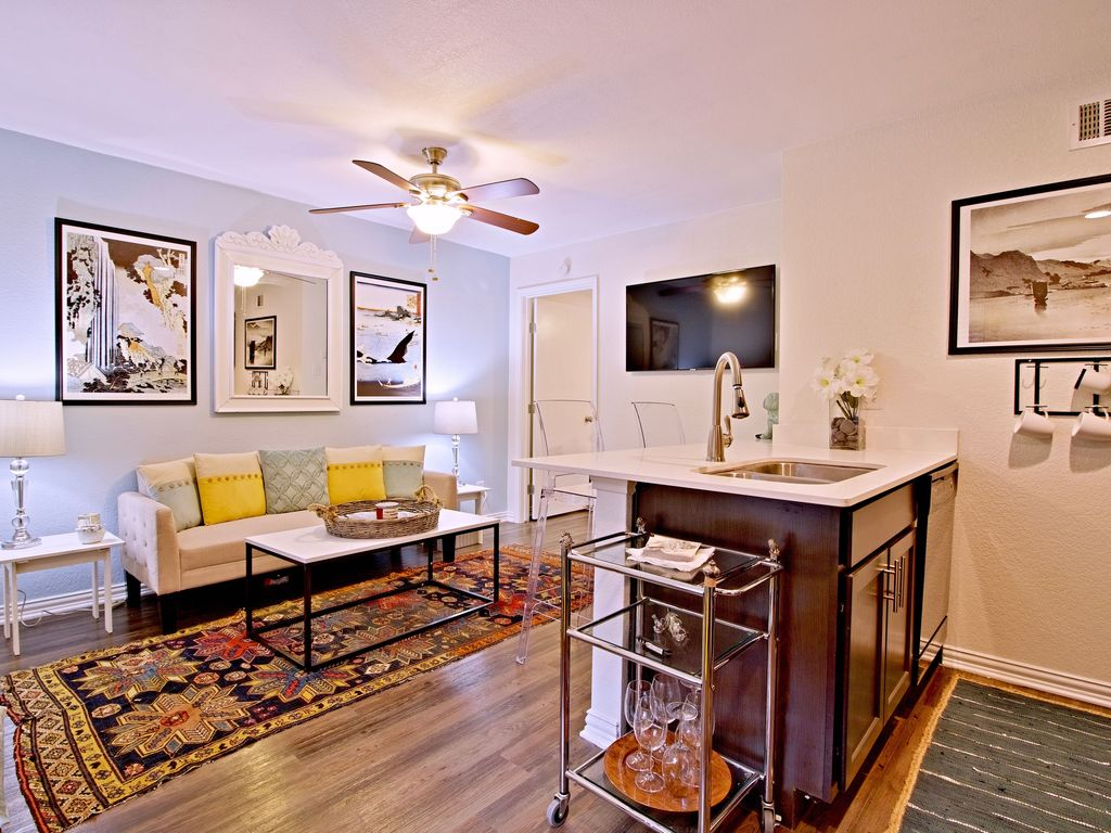 Chic & comfortable furnishings