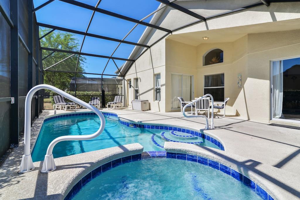 The spa, pool and lanai.