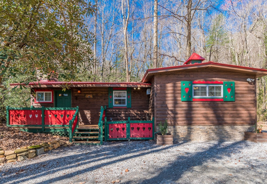 """Front of Cabin """"CUTE""""!"""