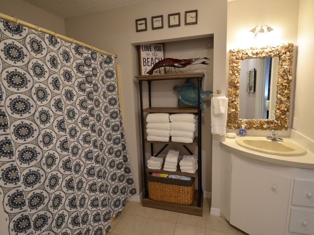 Shower/tub combo, don't miss the oyster shell mirror!