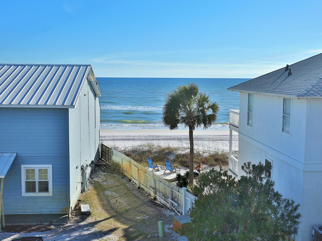 Enjoy a terrific Gulf view from 11 on Inlet...