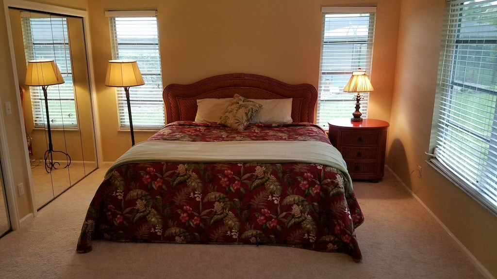 2nd bedroom w/ king bed