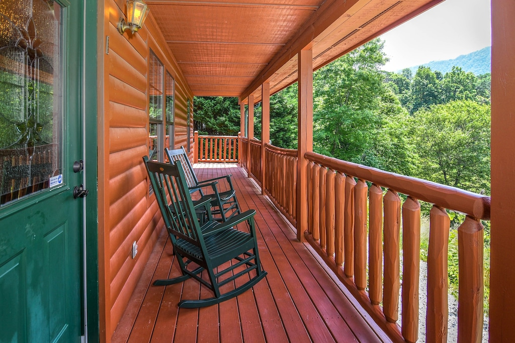 Easy Livin' - Tennessee Smoky Mountains, Pigeon Forge/Gatlinburg/Sevierville