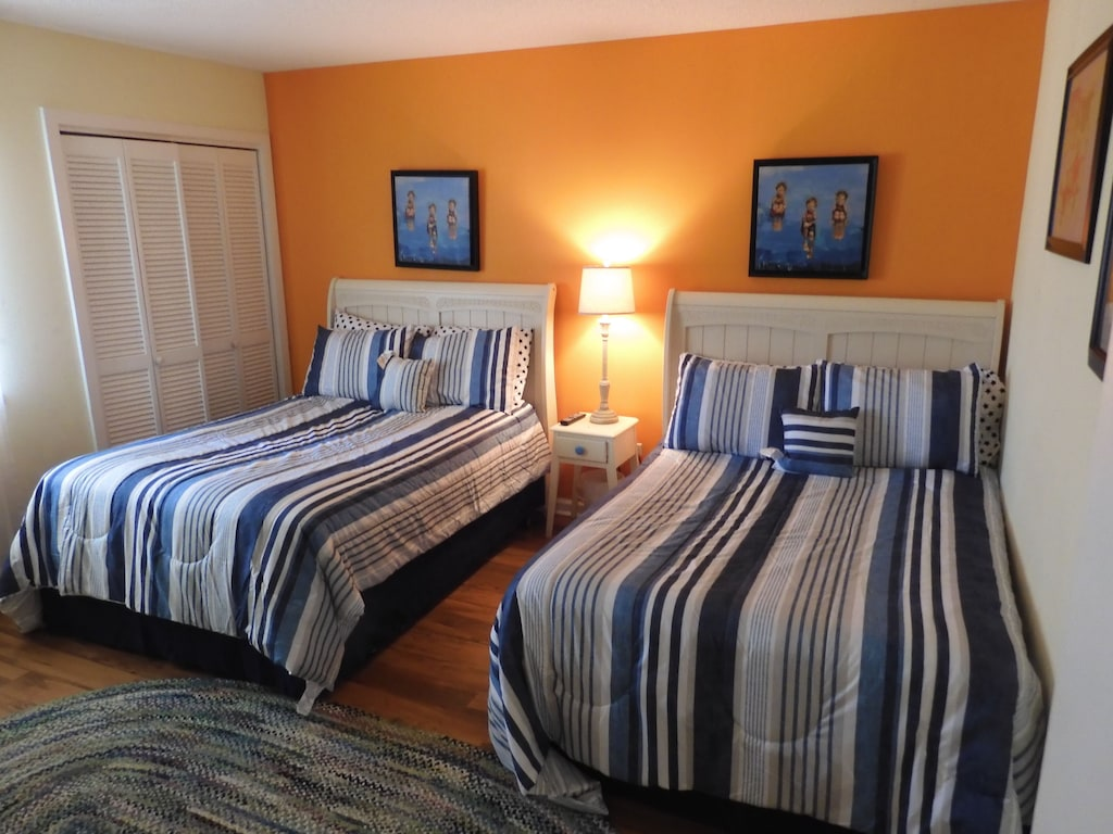 Guest Bedroom w/Two Full Beds