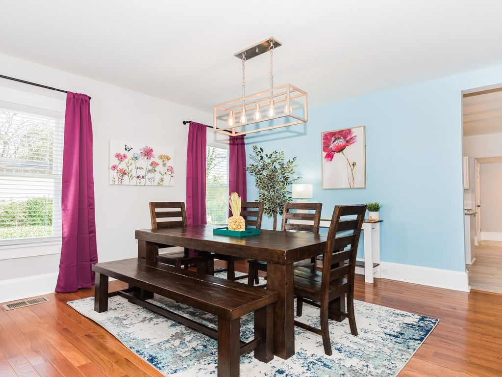 Dining area with seating for 6