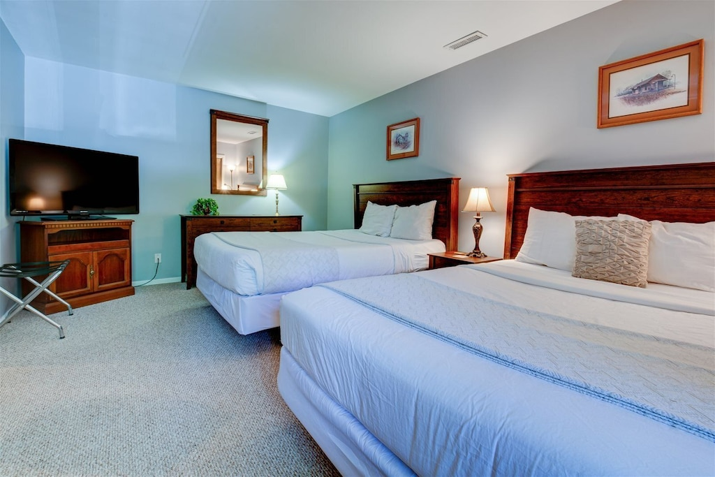 Comfortable beds and a flat-screen TV in Bedroom 1