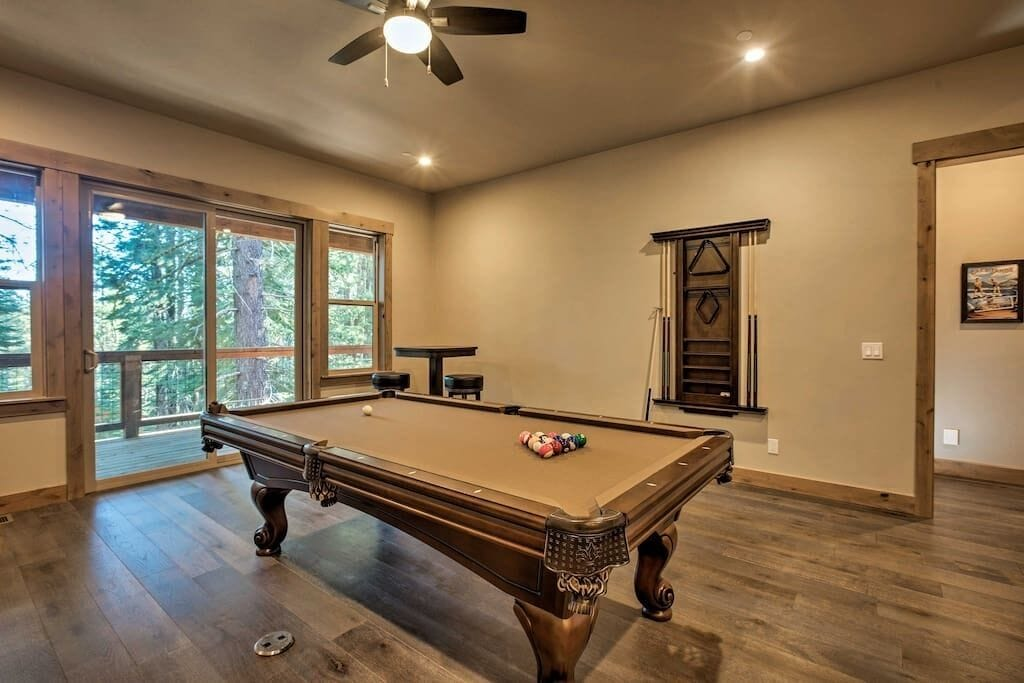 Games Room with Professional Pool Table
