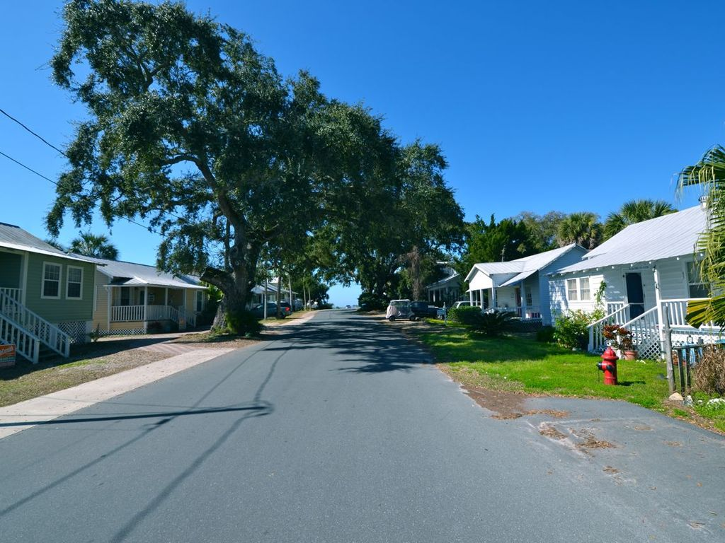 Street View towards G St (hint: great sunsets at the end, Sandspit Beach!)