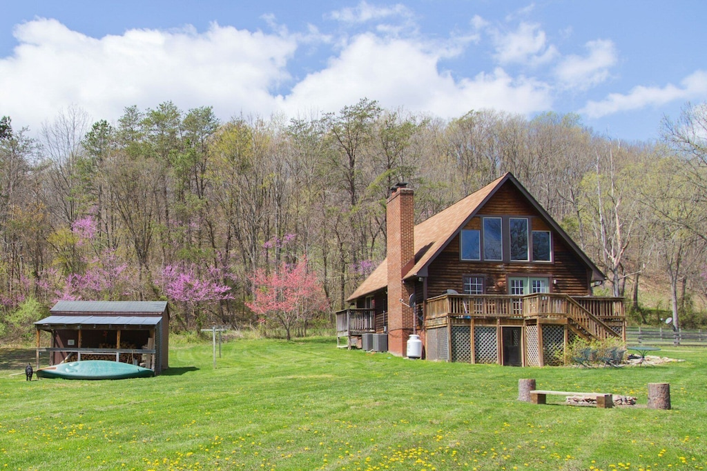 You'll love every minute at this beautiful cabin!
