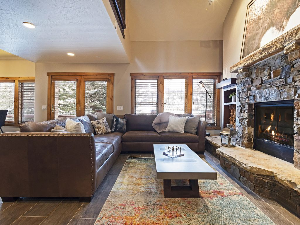 Living area with gas fireplace, flatscreen TV