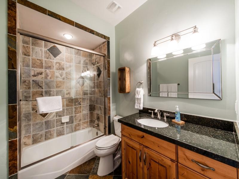 Ensuite bathroom 2.  Combo tub / shower.