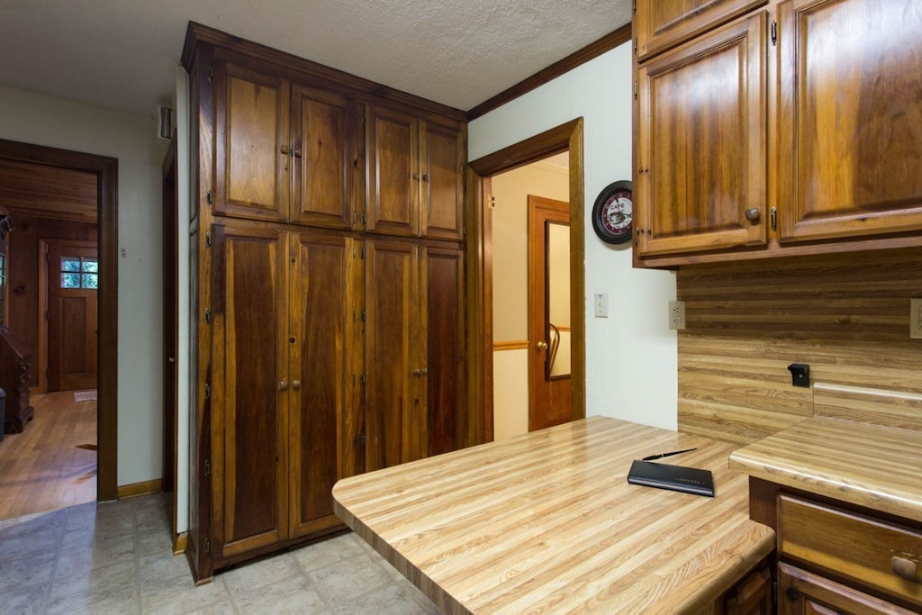 There are cabinets for plenty of food storage. You can see the home`s entry door from this location.
