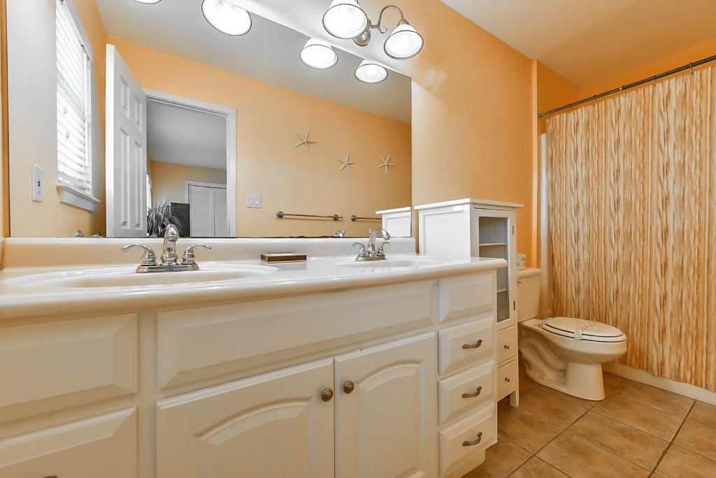 Primary Bedroom ensuite double vanity bathroom