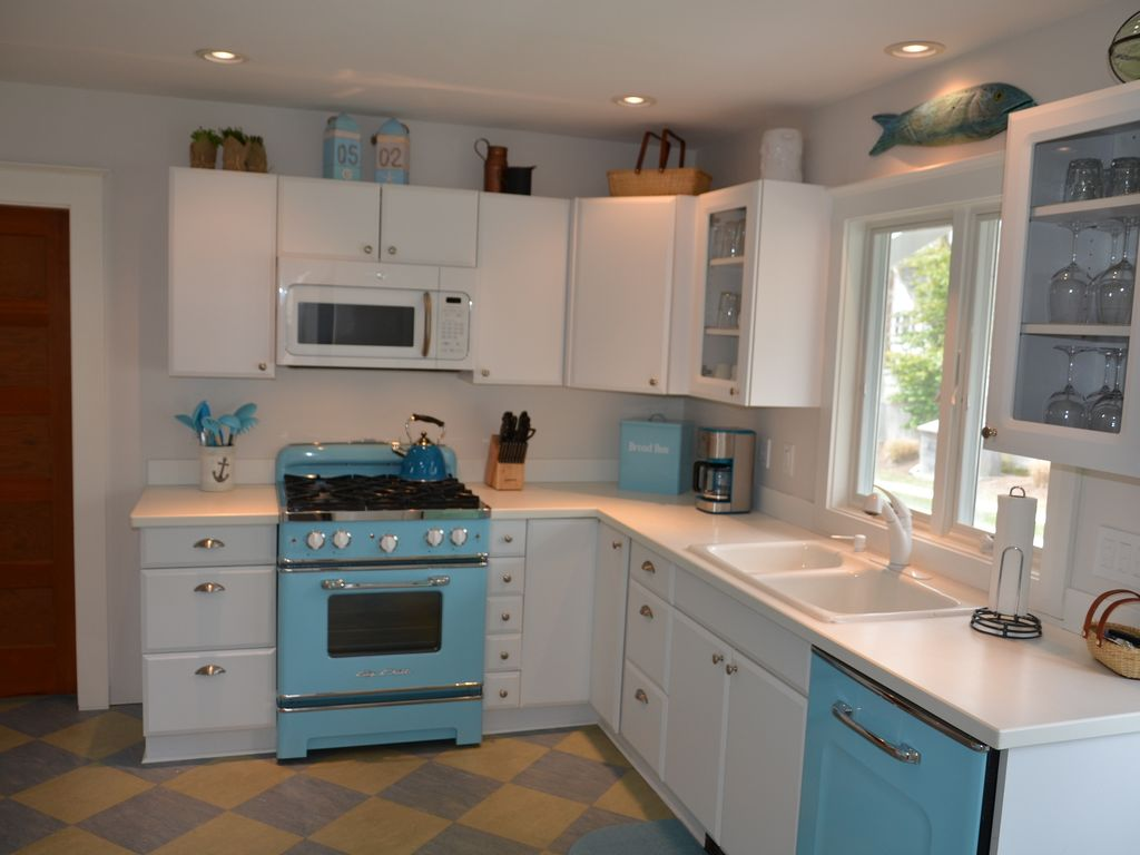 4 burner gas stove & oven.  Countertop  toaster, blender & hand mixer available.