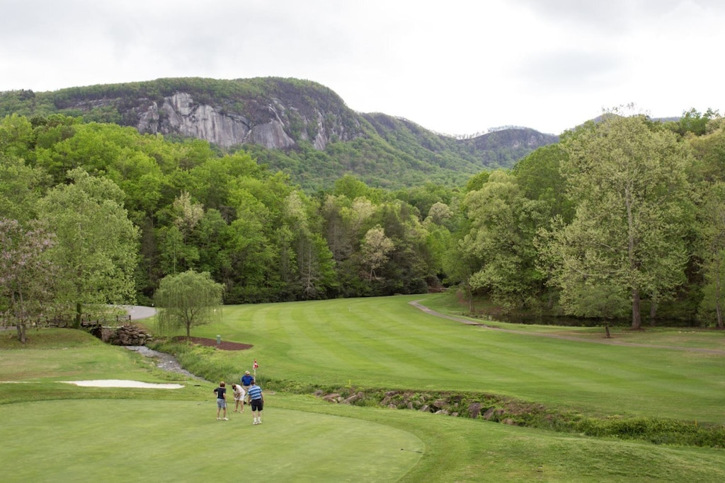 Just imagine playing a round with the mountains as a backdrop.