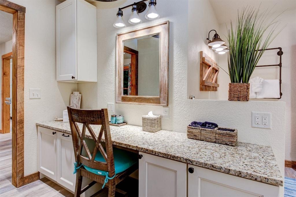 Preparation vanity in master bath