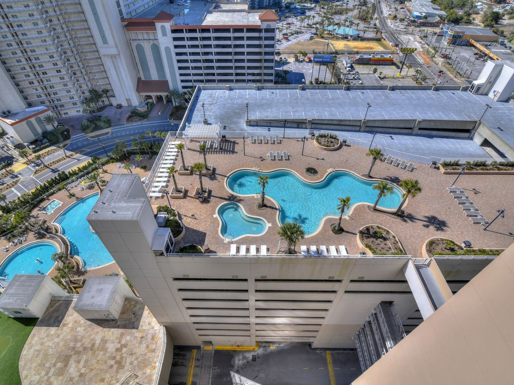 Zero entry pool and roof top pool