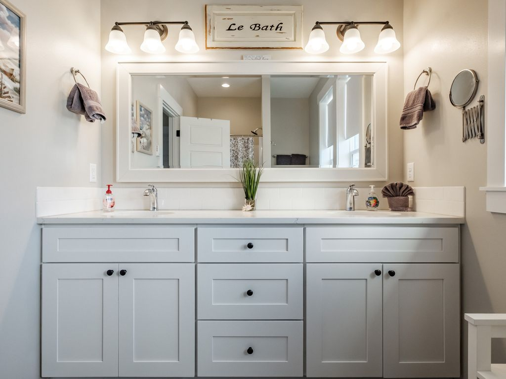 Beautiful and spacious master bath with double vanity.