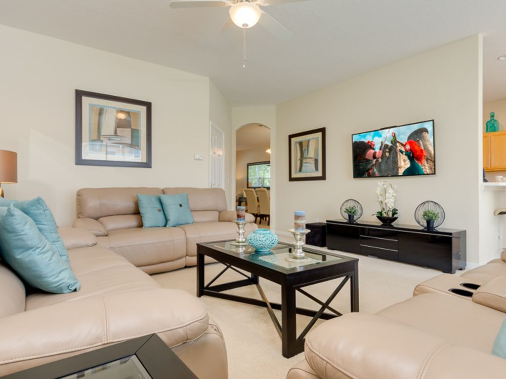 Family Room With Seating For Everyone