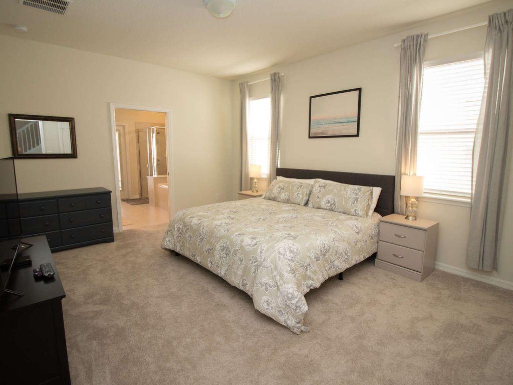 1st Floor Master Bedroom W/ En suite