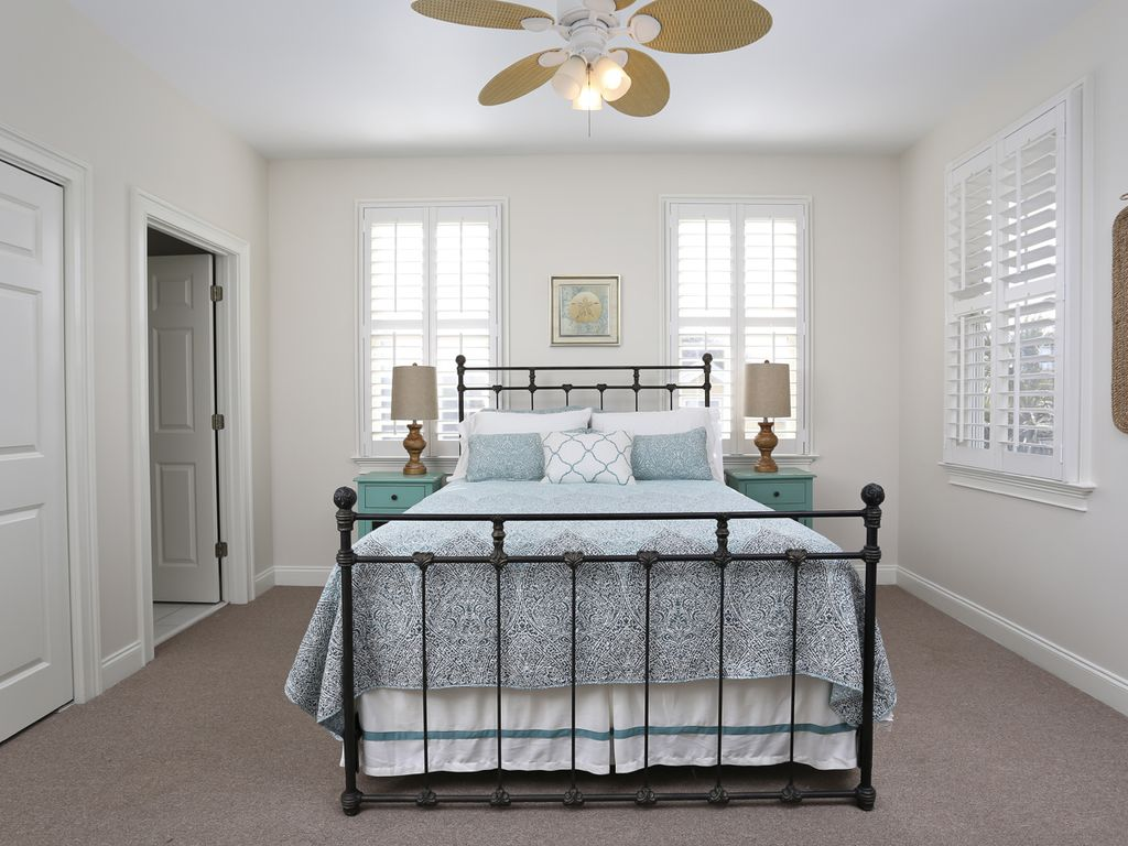Second Floor - Queen Bed (shares Jack/Jill bath)