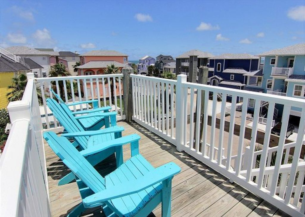 Sundeck on Third Level has Ocean and Pool Views