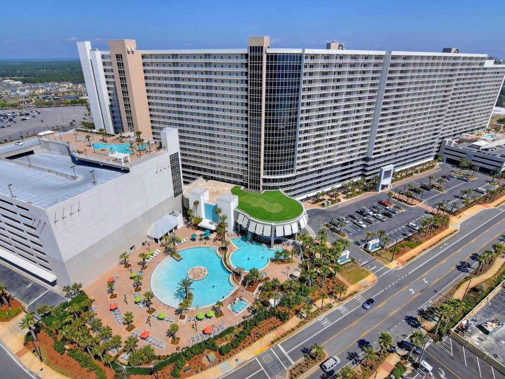 Laketown Wharf Resort offers 5 pools and 2 hot tubs.