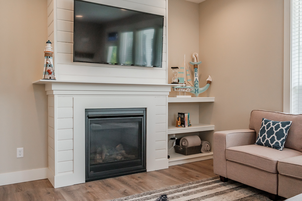 Gas fireplace for warming chilly winter nights on the coast, and provide ambience.