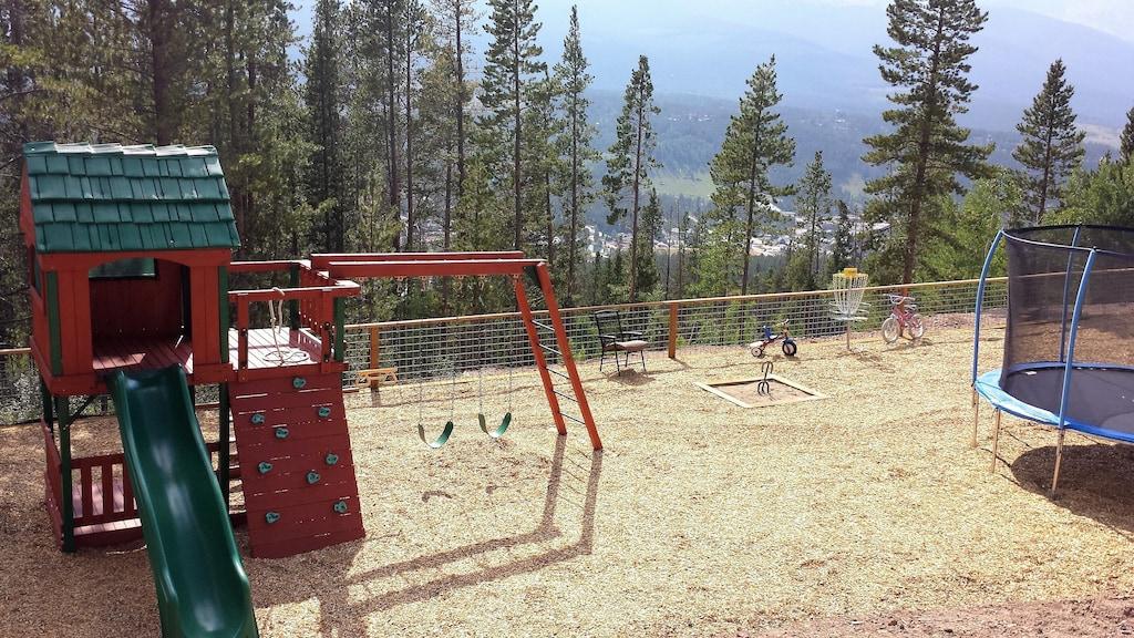 Playground - Disc golf course, horseshoe pits