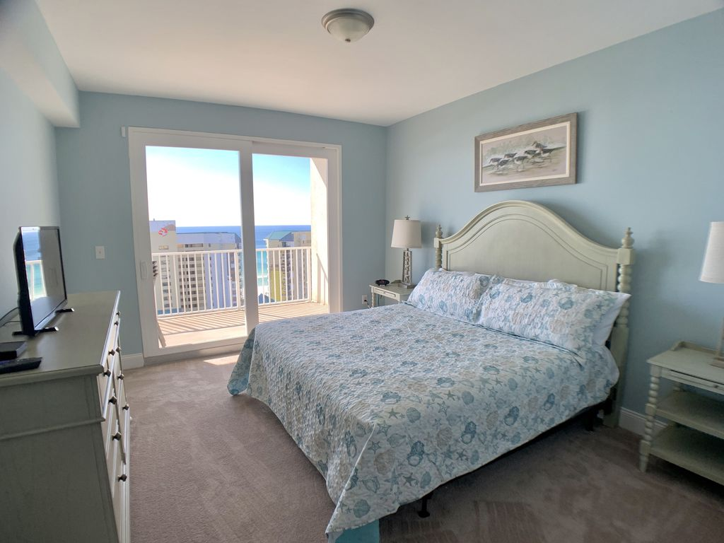 Master bedroom offers a Gorgeous view.