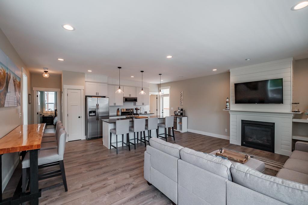 Open floor plan kitchen/dining area.