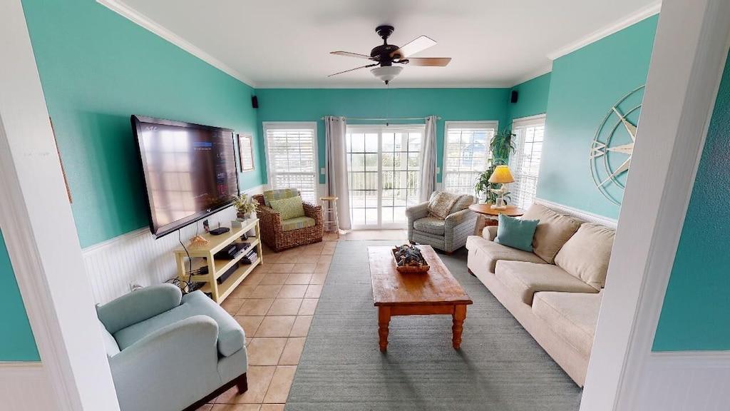 2nd floor living room with queen sleepr sofa