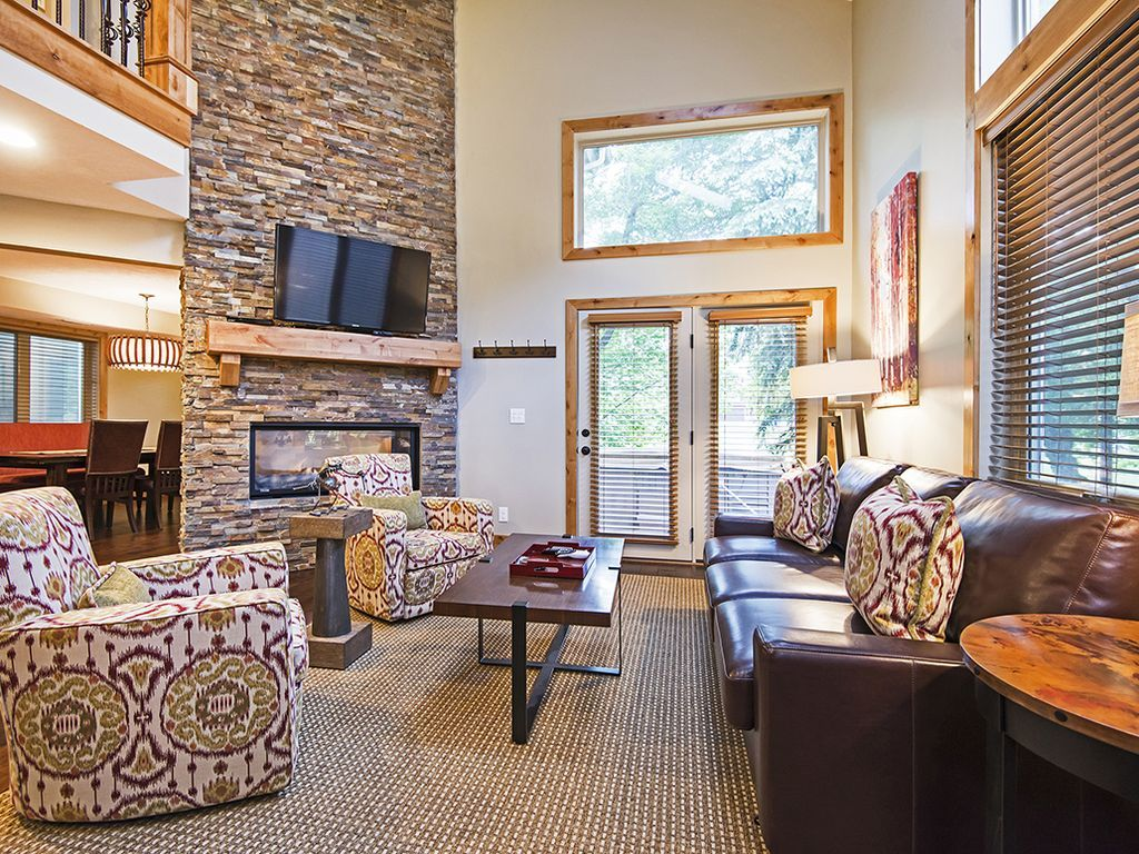 Living room w/pull-out sleeper sofa, patio to hot-tub and park.