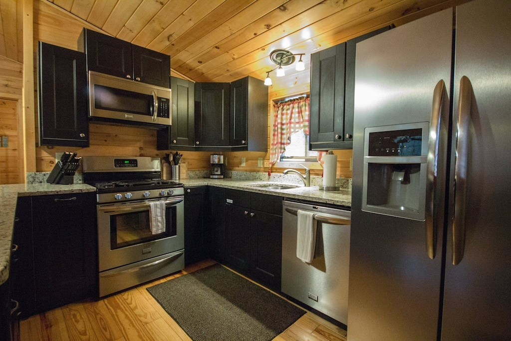 Gas stove, stainless modern appliances, dishwasher too!