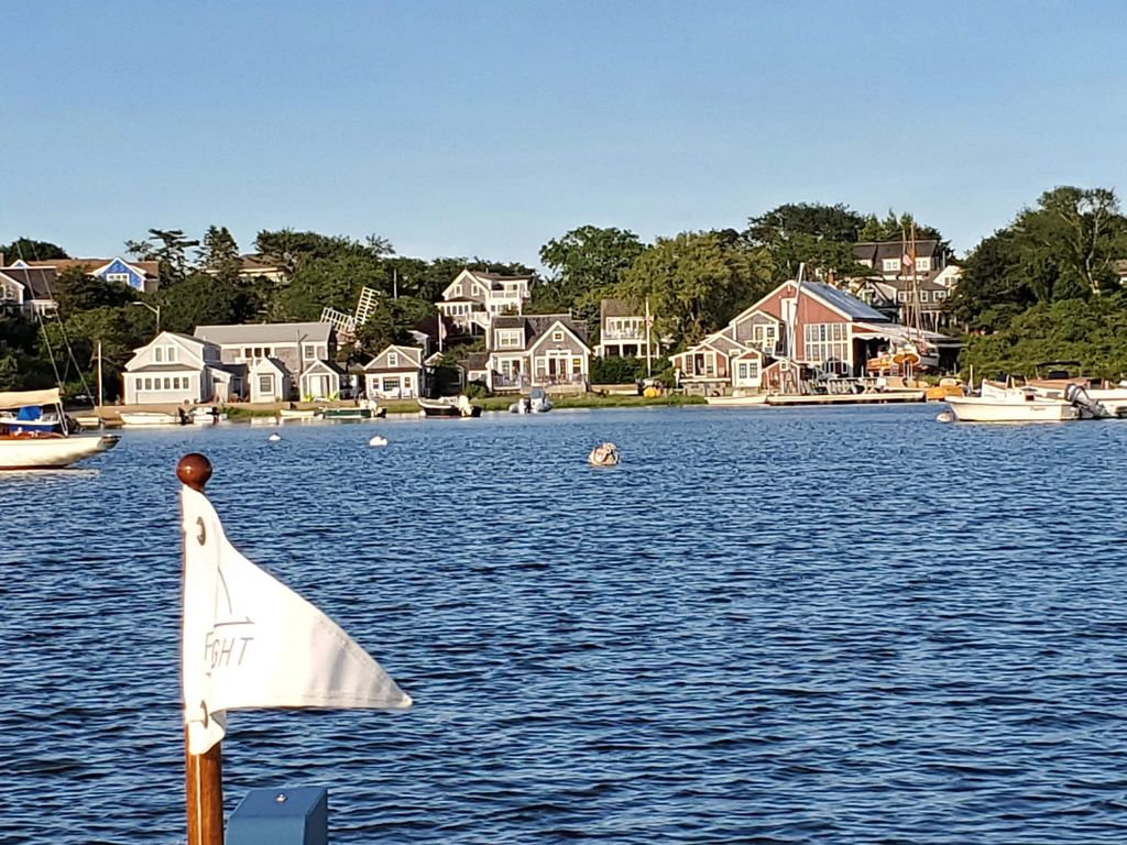 Mill Pond - perfect for paddle boarding, kayaking, swimming & boating.