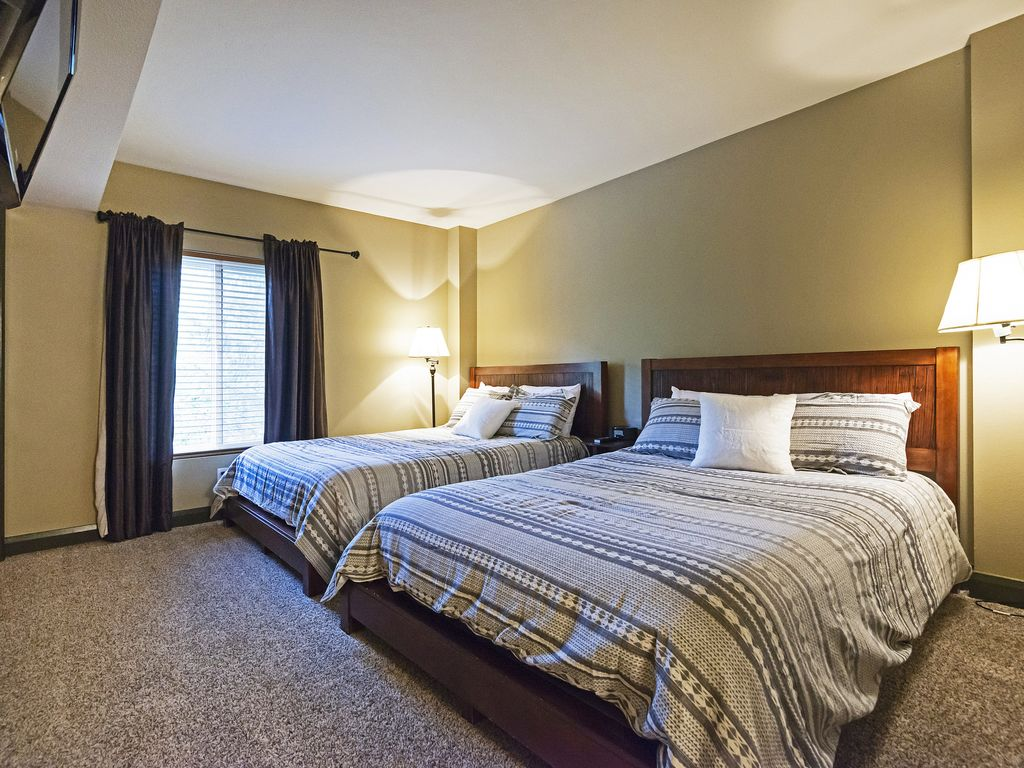 Second bedroom - two queen size beds