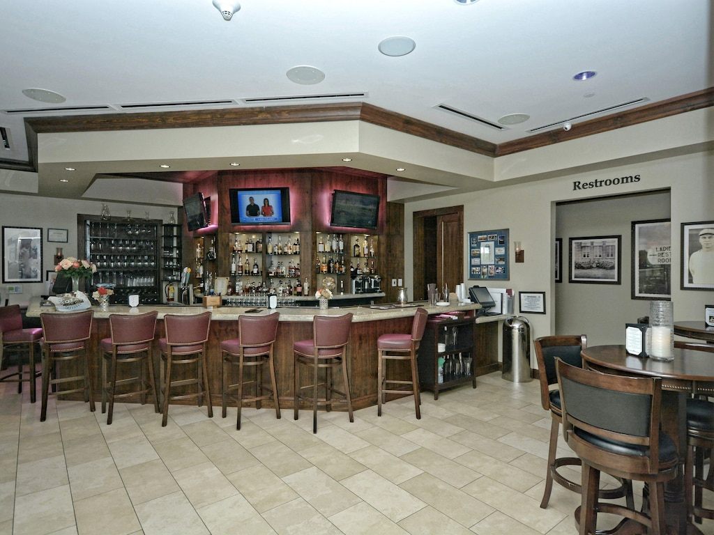 Traditions Country Club - Bar