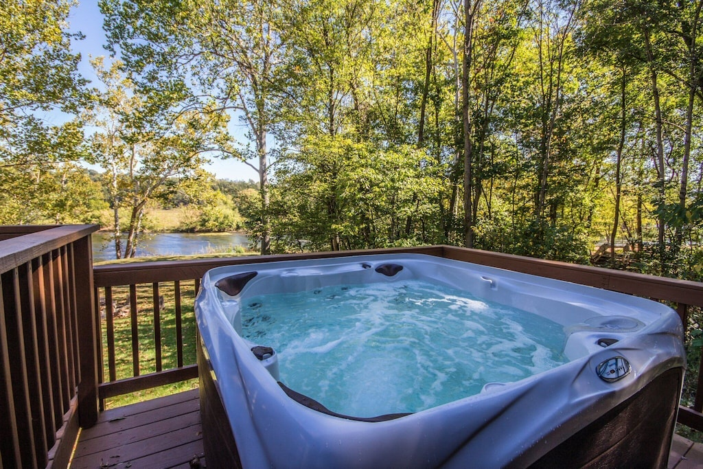 Large modern hot tub for 6-8 people