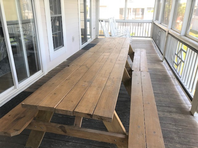 Two Lare Picnic Tables on Screened Porch!