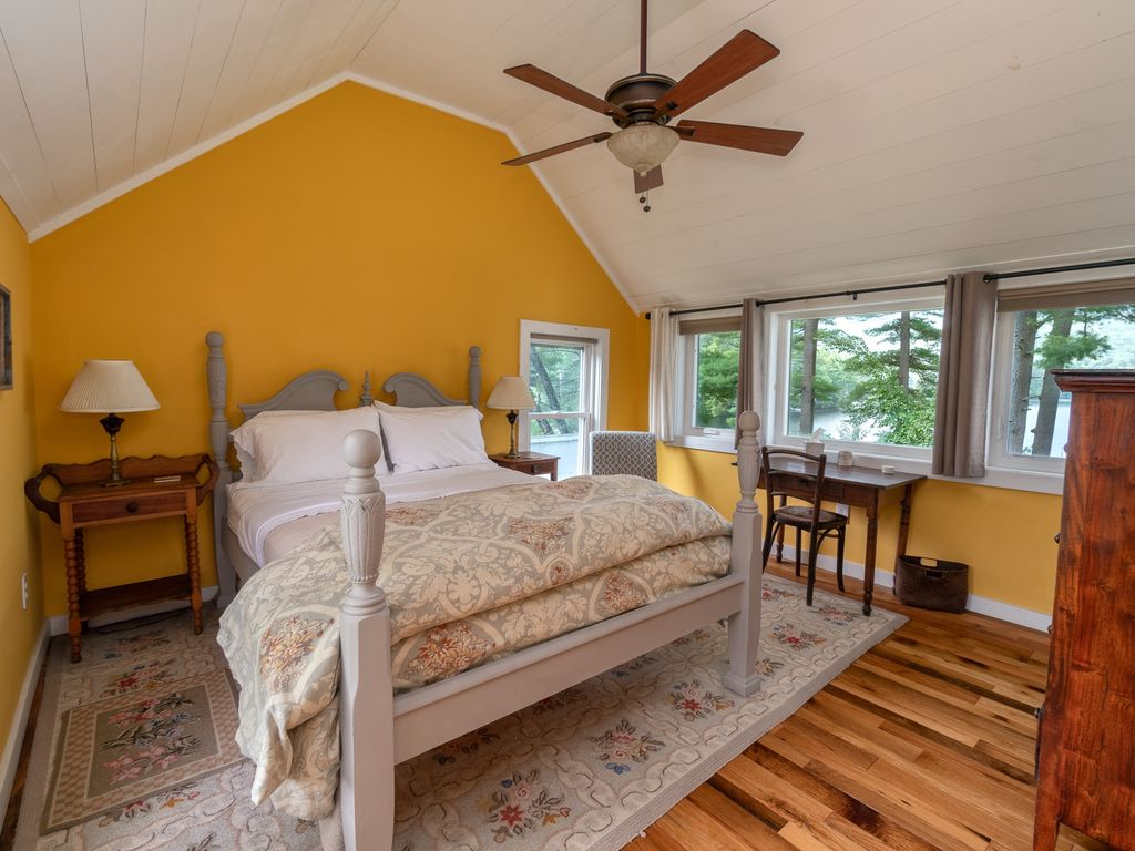 Master Bedroom with Queen Bed, Private Bath, Gorgeous View!
