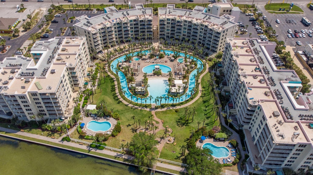 Lazy river and bayside ppols