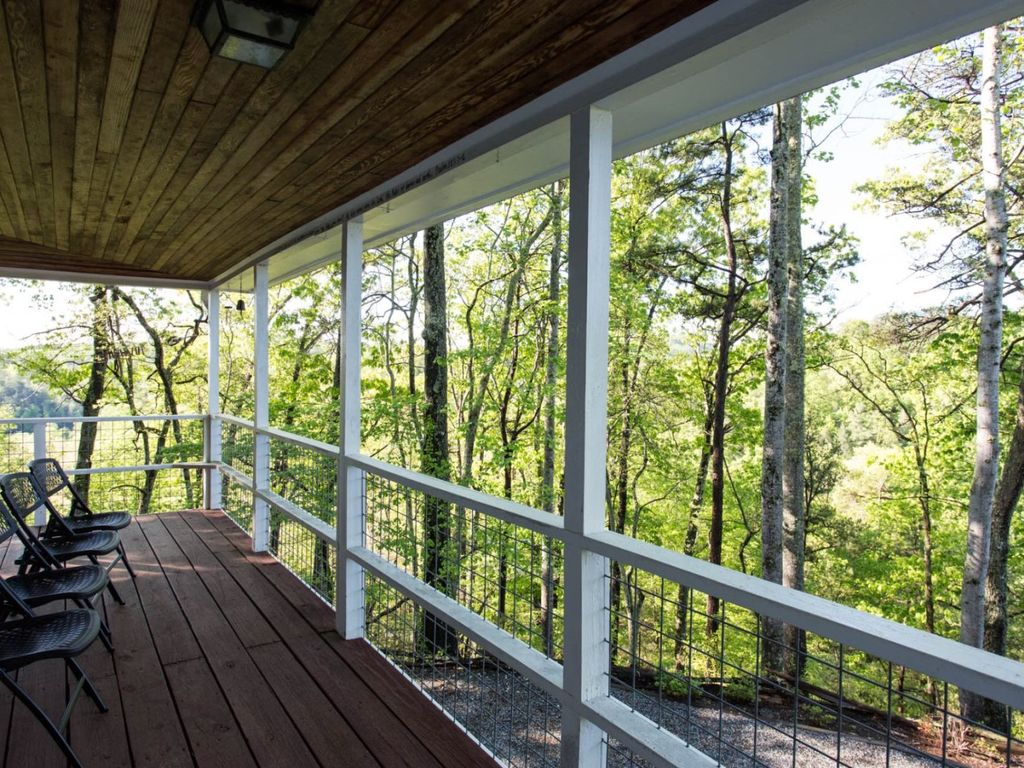 At Mills Mountain Lookout, you will find serenity, beauty, and fun