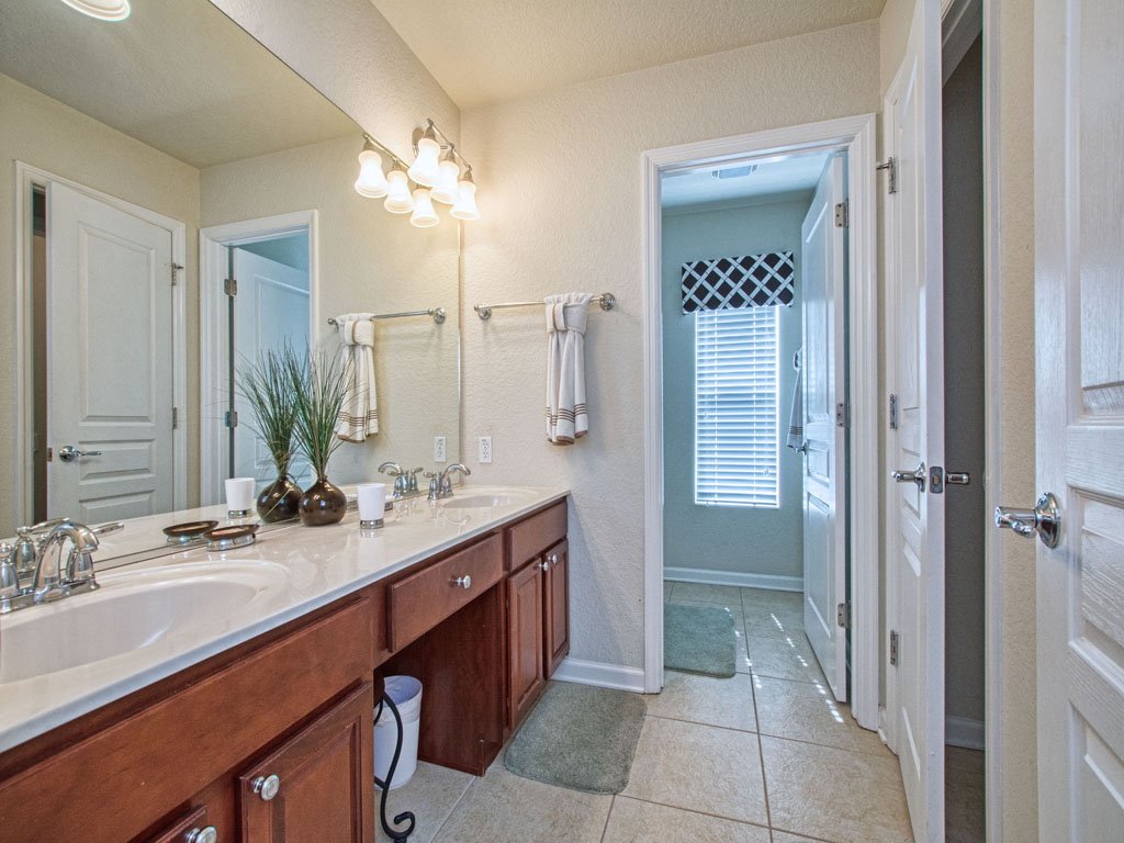 Shared bathroom for the third bedroom and two kids bedrooms.