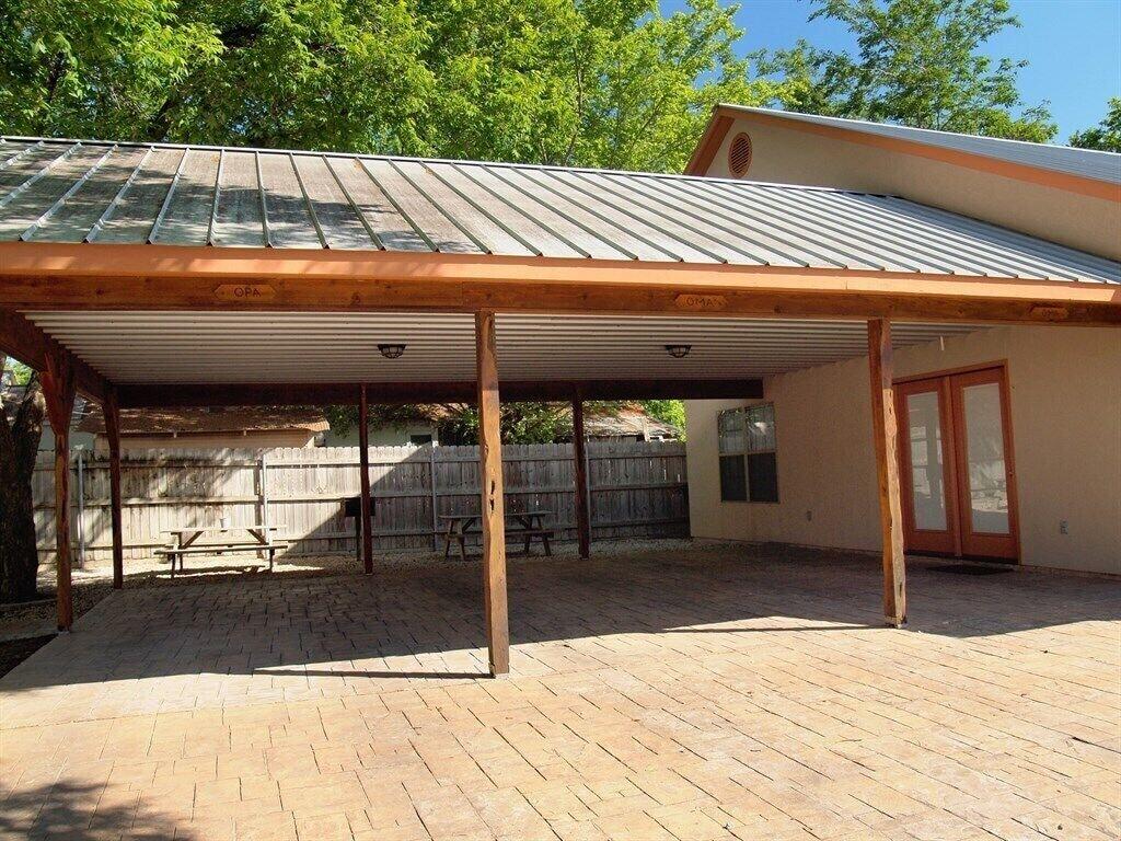 Oma Seidel Haus & Shared Carport