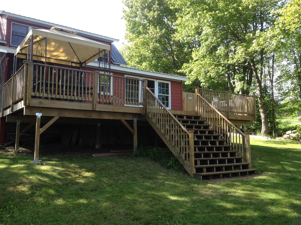Large deck and steps make a great spot for group photos!