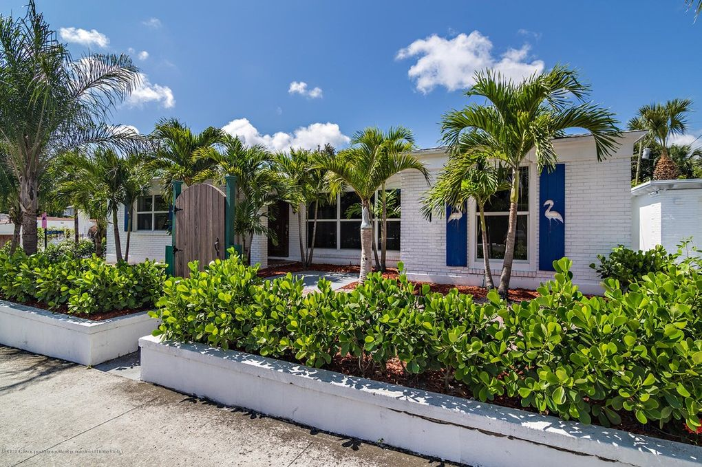 Step inside this luxury 3 Bed/ 2 Bath home in the ElCid area in West Palm Beach. Newly renovated, everything brand new! Stylish and Chic decor, sleeps 6