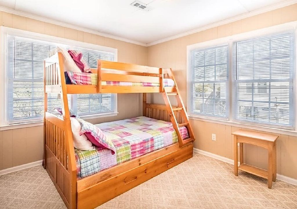 Guest bedroom 2 with twin over dbl bunk